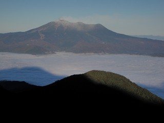 10 雲海の上に浮かぶ御嶽