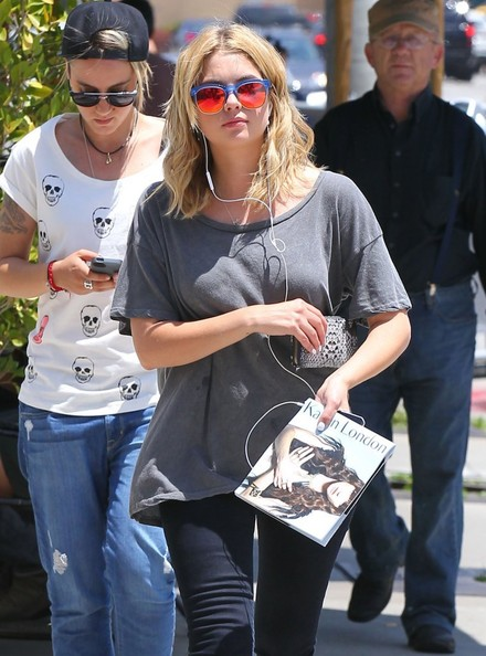 Ashley+Benson+Lunches+Friend+Urth+Caffe+IsDiIS_Osn6l.jpg