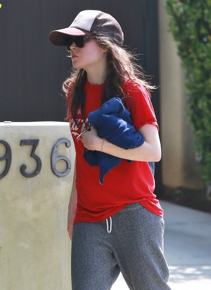 Ellen+Page+Leaving+The+Gym+tNJmO3yVfEAl.jpg