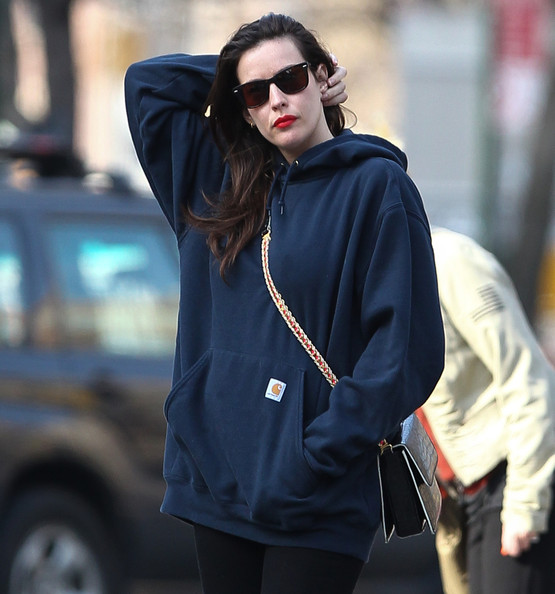 Liv+Tyler+wearing+blue+sweatshirt+gets+cab+udT9459WQHkl.jpg