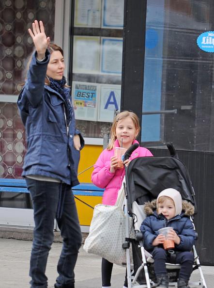 Sofia+Coppola+out+children+Romy+Mars+Cosima+z1Q-V9KNhx2l.jpg