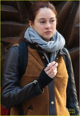 normal_shailene-woodley-nyc-day-off-02.jpg