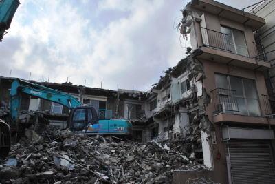 アパート破壊作業