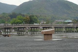渡月橋を臨む