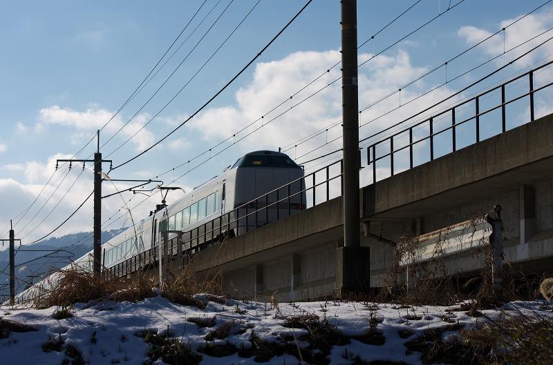 知内川 雪景色 雪化粧 河川敷 JR 特急