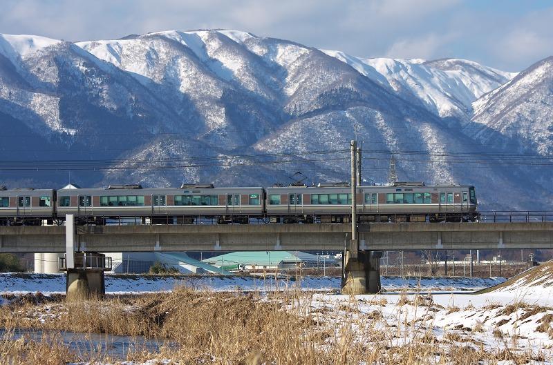 知内川 雪景色 雪化粧 河川敷 湖西線 電車