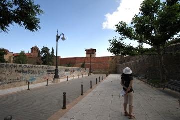 1407 dentro de muralla