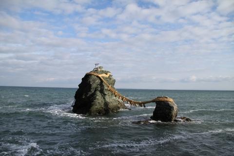 311 夫婦岩