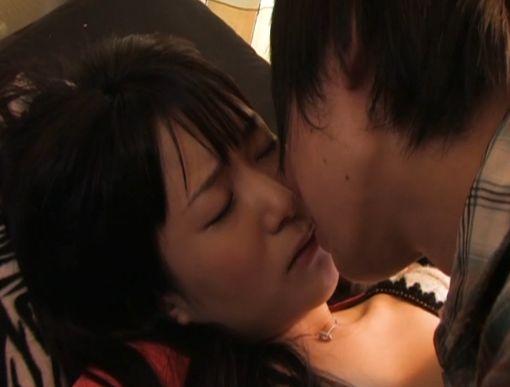 【原田明絵】何度も熱いキスを交わす濡れ場