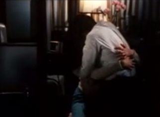 【伊藤かずえ】見つめ合って情熱的なキスを交わすラブシーン