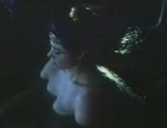 【小松みどり】美乳露出する入浴シーン