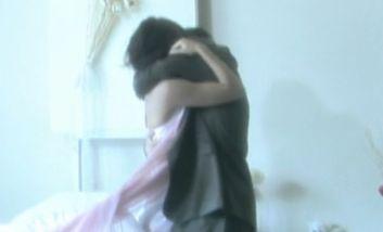 【小栗香織】抱き合って熱いキスを繰り返す濡れ場