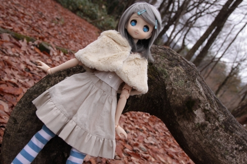 木にもたれて