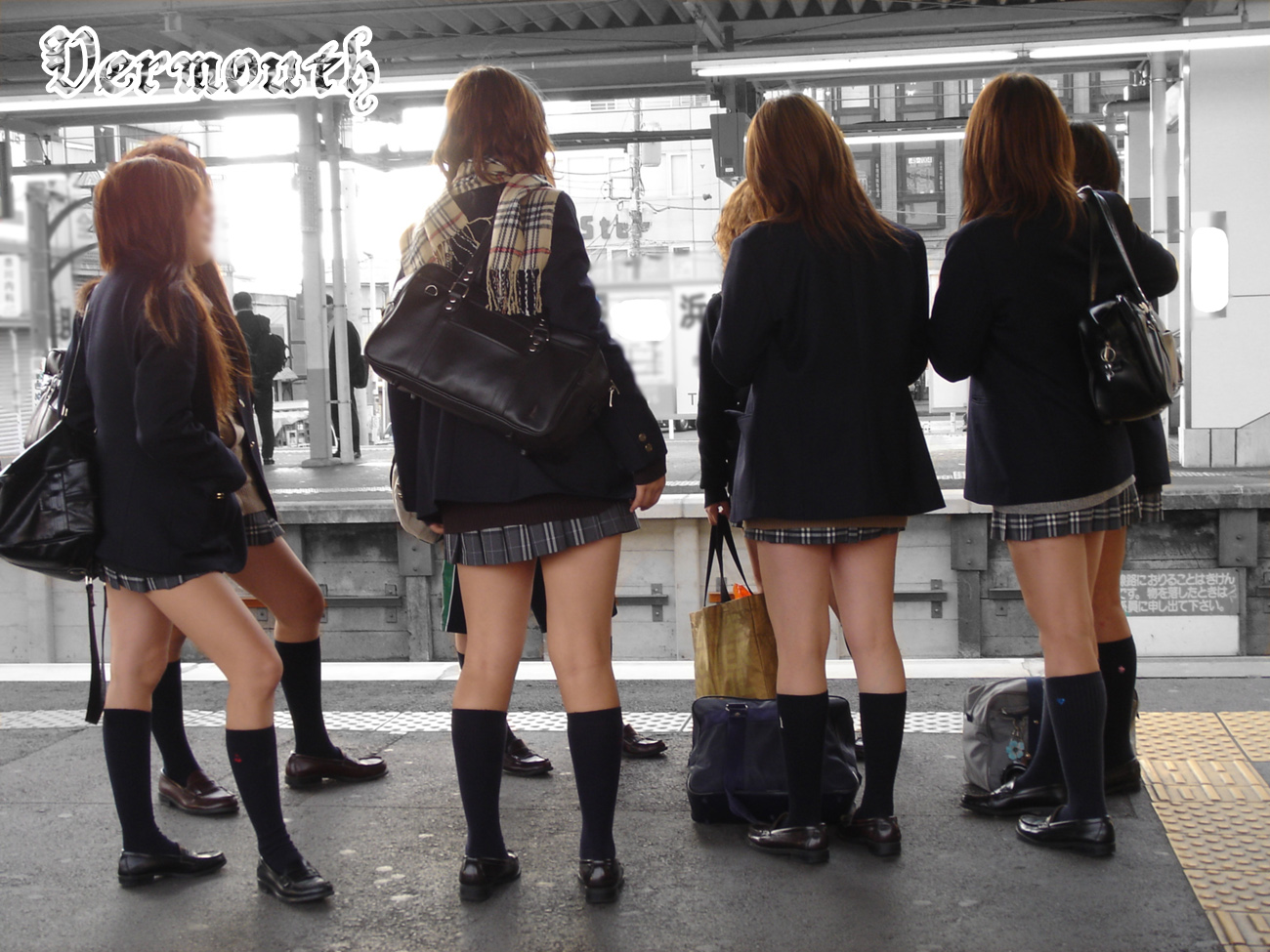 Breaking fashion news: Japanese high school girls' sock-lines are sinking!