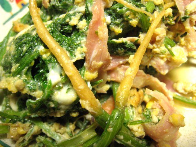 ニンジン葉とベーコンの炒め物