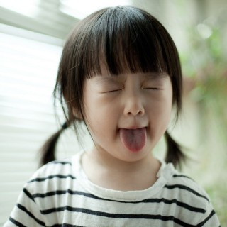鏡の前であっかんべー!舌の状態...