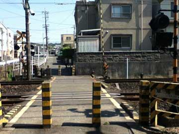 1304草薙駅東側の踏切