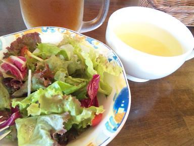 ランチサラダとスープ