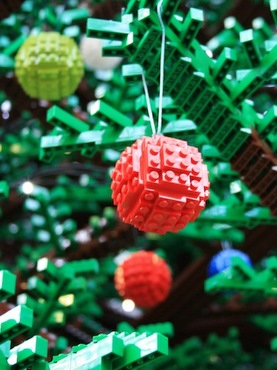 LEGO-tree-upclose[1]