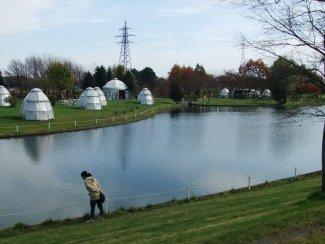 工場内の池、バーベキューハウス