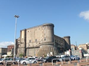 ナポリ34ヌオーヴォ城