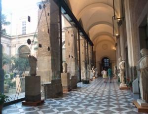 ナポリ41考古学博物館廊下