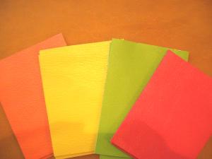 カラー4色とキャメルのレザー