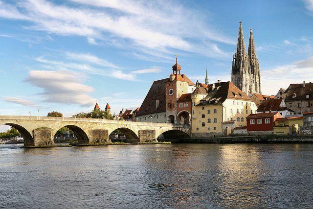 800px-Regensburg_08_2006_2レーゲンスブルク