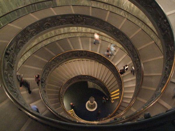 800px-DSCF2274-Scala_a_Chiocciola-Vatican_Museums-Vaticano-Italy-Castielli_CC0-HQ.jpg