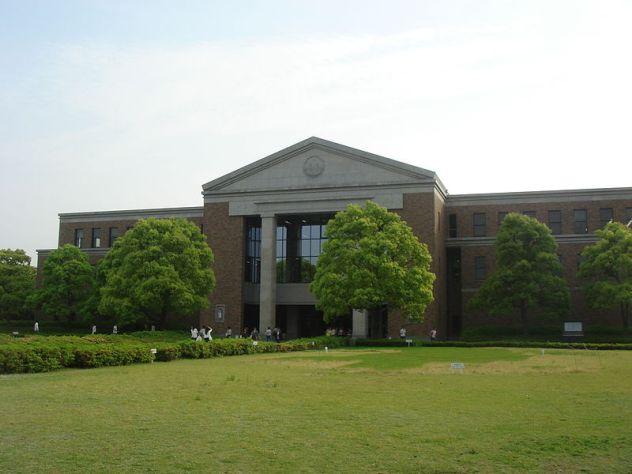 800px-Doshisha_University_Learned_Library.jpg
