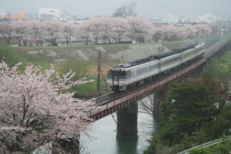 100409 矢田川3