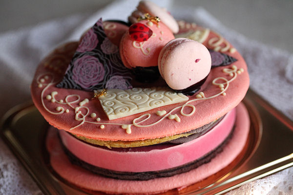 macaron-cake2.jpg