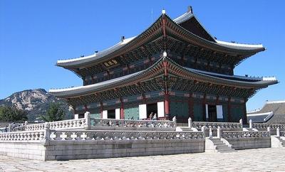 800px-Gyeongbok-gung_palace-05_(xndr).jpg