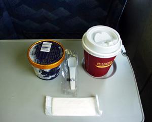 ひかり476号_アイスクリームとコーヒー