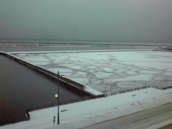 KC3U0011港の氷