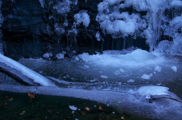 大蛇凍結 ~タイラ沢の大滝 2011 その1~