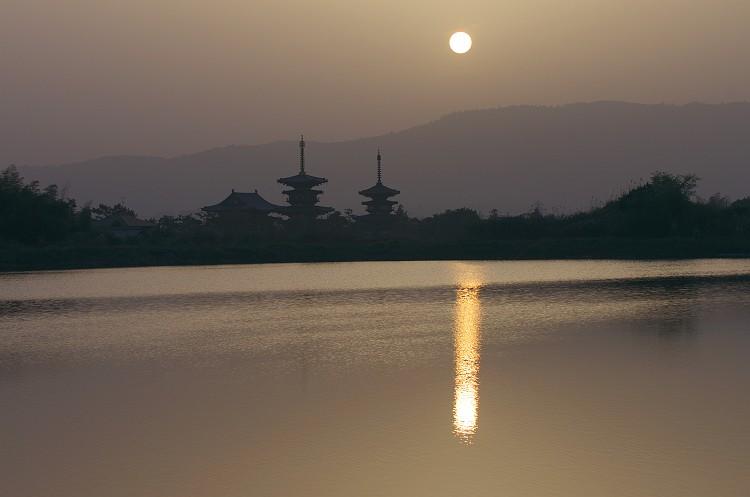 奈良 薬師寺の夜明け 2
