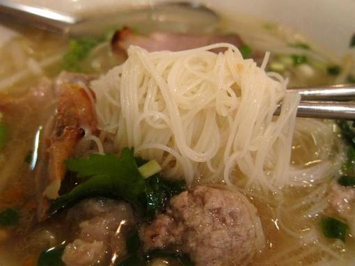 にんにくやマナオ(麺)