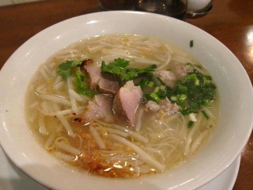 にんにくやマナオ(豚挽き肉の米麺ヌードル)
