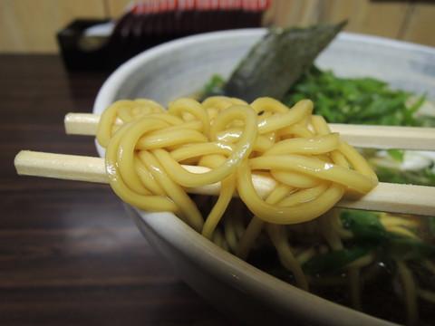 「らーめん+結崎ねぶかトッピング」の麺