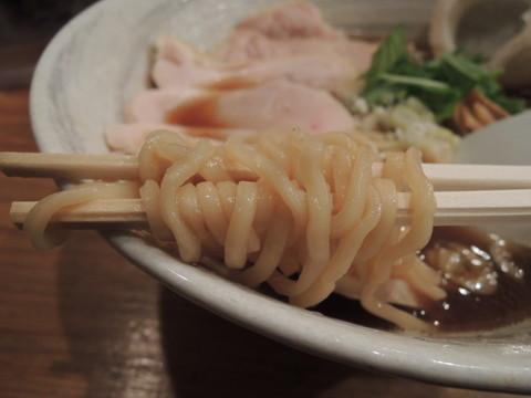鶏醤油らーめんの麺