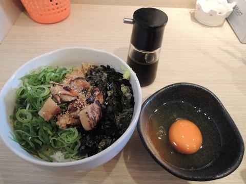 炙りチャーシュー入りたまごかけご飯(420円)