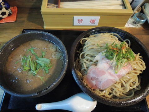 コジローと牛白湯つけ麺(900円)