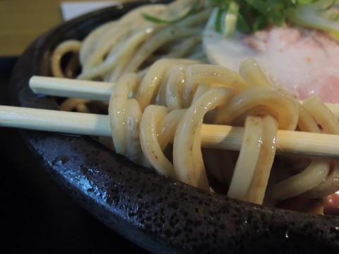コジローと牛白湯つけ麺の麺