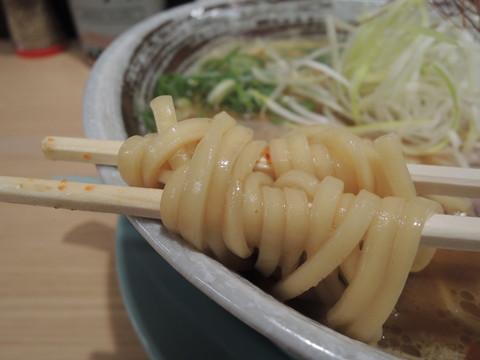 辛味噌ラーメン(20辛)の麺