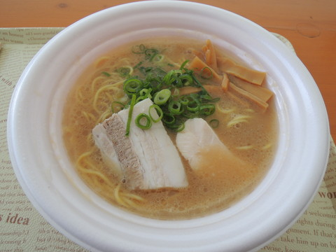 東京濃厚鶏白湯ラーメン(800円)