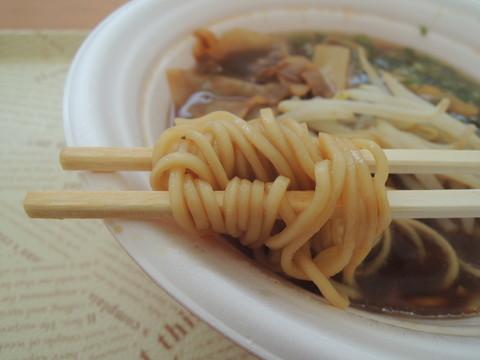 鳥ガラ豚骨しょうゆラーメンの麺