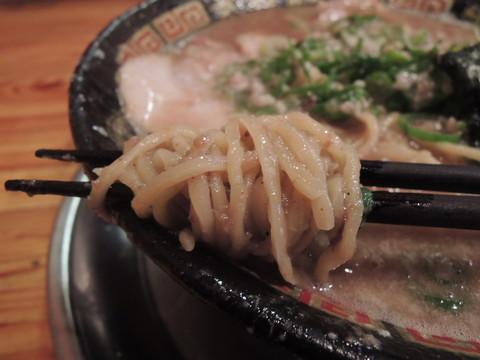 豚にぼラーメンの麺