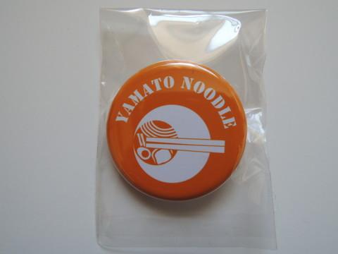 大和Noodle店主会特製缶バッチ(みつ葉限定版)(200円)
