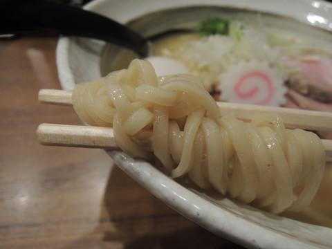 特選鶏そばの麺